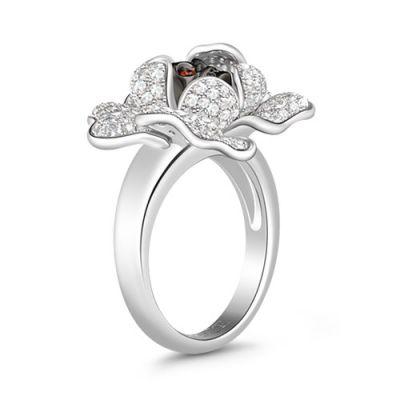 白い花の石のリング